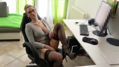 Vika Viktoria - Vollgepumpt vom Azubi zum Boss Meeting