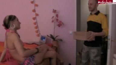 Julie-Star - Wenn der Postmann 2x pimmelt